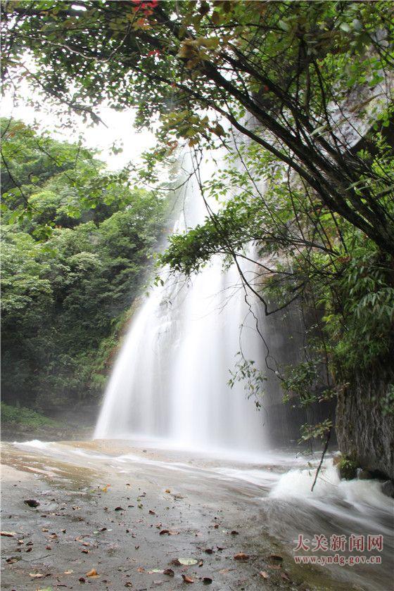黄连河瀑布