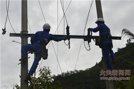大关电力迅速抢修暴雨受损线路 18071低压用户复电